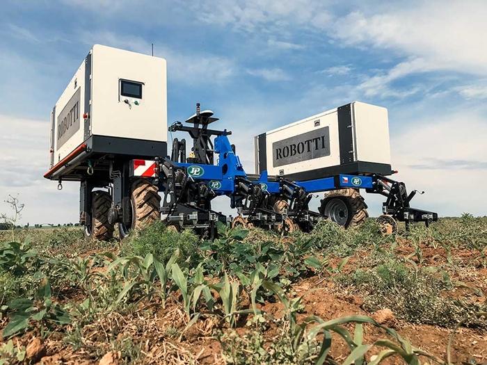 Meziradkovy-kypric-Multi-Cropper-pro-autonomniho-robota-Agrointelli-Robotti-02.jpg