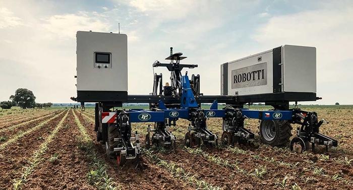 Meziradkovy-kypric-Multi-Cropper-pro-autonomniho-robota-Agrointelli-Robotti-04-(1).jpg