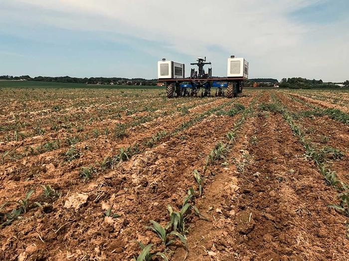 Meziradkovy-kypric-Multi-Cropper-pro-autonomniho-robota-Agrointelli-Robotti-06.jpg