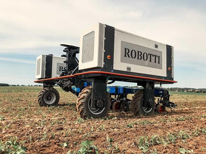 Meziradkovy-kypric-Multi-Cropper-pro-autonomniho-robota-Agrointelli-Robotti-09.jpg