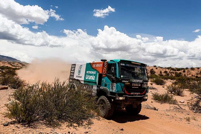 Iveco_Trakker_on_Dakar_rallye.jpg