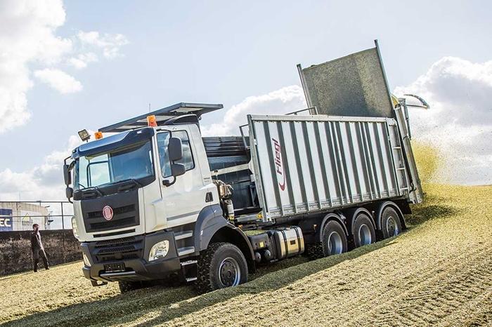 TATRA_PHOENIX_Euro6_8x6_traktor_-_senazni_nastavba_Fliegel.jpg