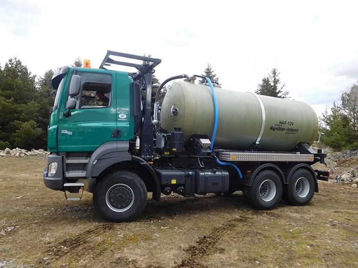 TATRA_PHOENIX_Euro5_6x6_traktor_-_cisterna.jpg