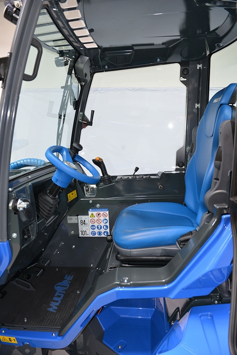 MultiOne-mini-loader-9-series-cab-inside.jpg