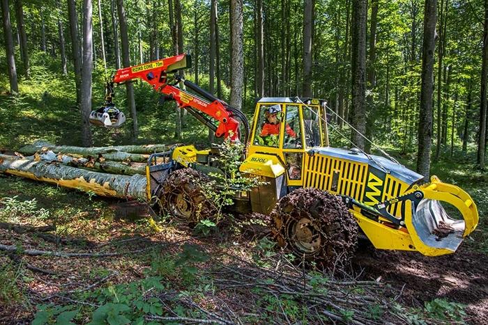 Lesnicky-traktor-SLKT-Bijol-BWS160-4-×-4-s-hydraulickym-jerabem-02.jpg