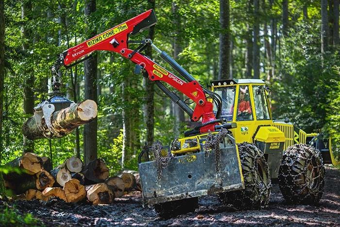 Lesnicky-traktor-SLKT-Bijol-BWS160-4-×-4-s-hydraulickym-jerabem-06.jpg
