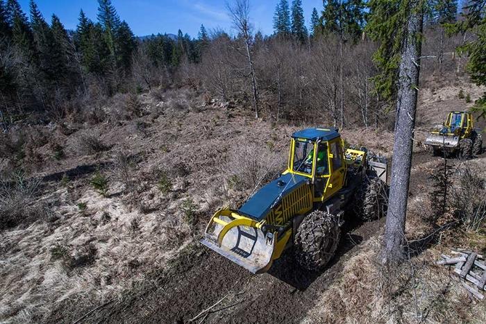 Lesnicky-traktor-SLKT-Bijol-BWS160-4-×-4-11.jpg