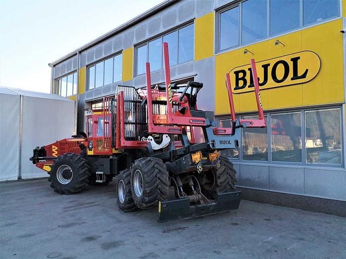 Lesnicky-traktor-SLKT-vyvazeci-Bijol-BWS240-6-×-6-s-hydraulickym-jerabem-04.jpg
