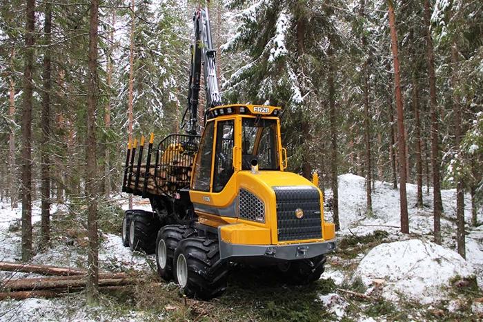 Vyvazeci-traktor-Sampo-FR28-01.jpg