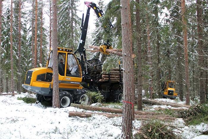 Vyvazeci-traktor-Sampo-FR28-02.jpg