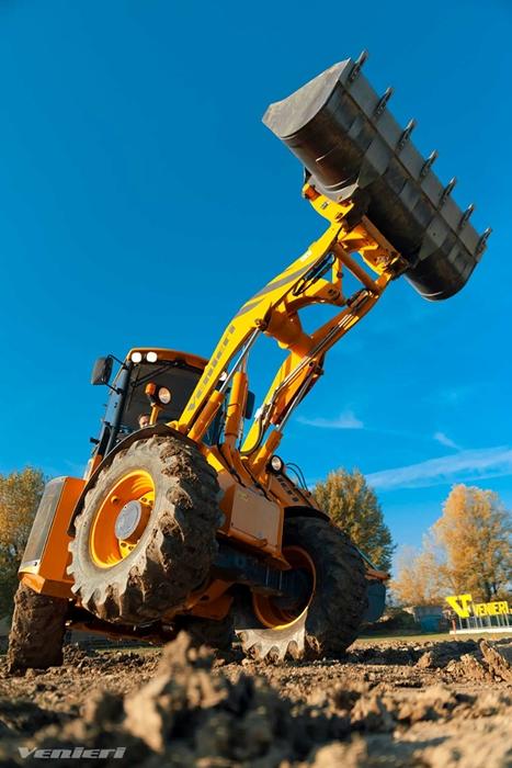 VF-Venieri-10-23-kloubovy-traktorbagr_.jpg
