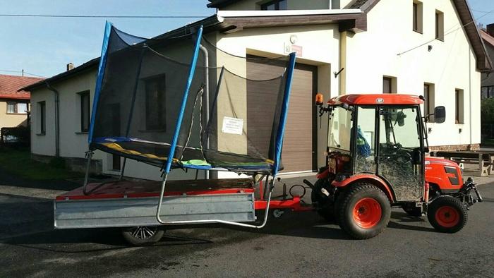 Traktor-Kioti-CK3310HST-Obec-Mala-Losenice-s-trampolinou.jpg