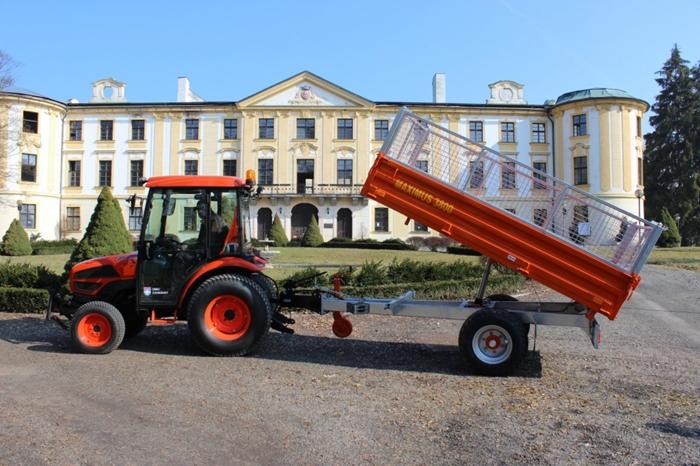 Obec-Zahradky-traktor-Kioti1.jpg