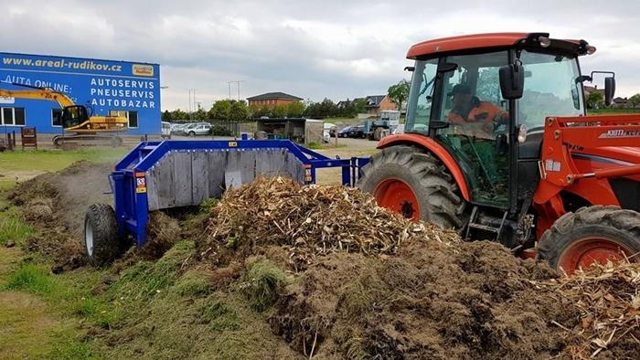 Traktor-Kioti-RX7330PC-v-obci-Rudikov.jpg