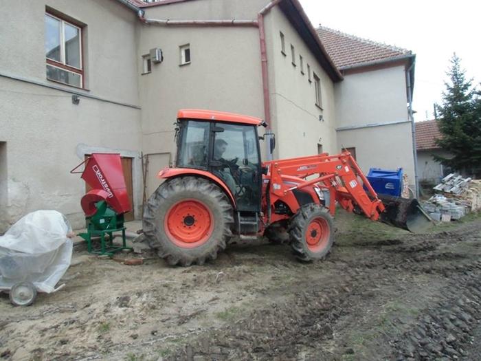 Traktor-Kioti-Obec-Rudikov.jpg