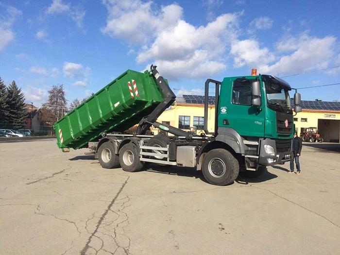 TATRA_PHOENIX_Euro6_6x6_traktor_hakovy_nosic_kontejneru_Technocar_2.jpg