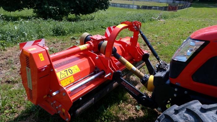 Mulcovac-Tierre-Tigra-Revers-200-s-traktorem-Kioti-RX7330.jpg