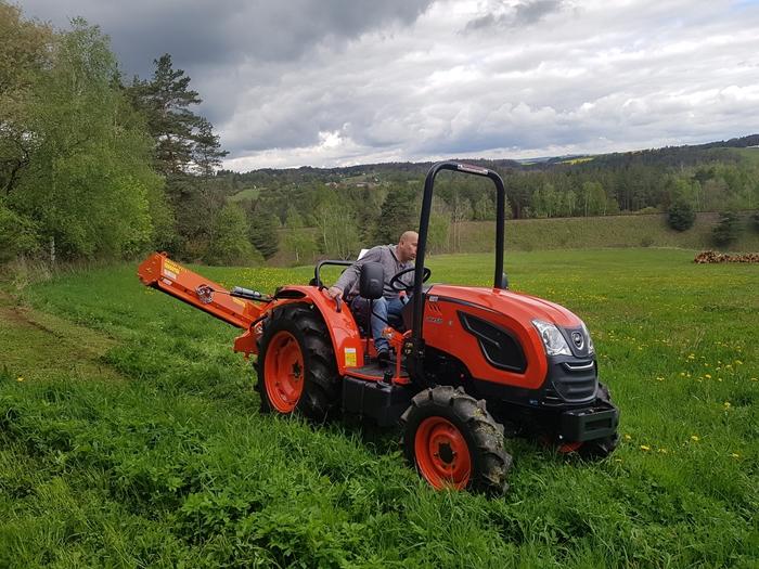 Traktor-Kioti-DK4510-s-mulcovacem-Tierre-Mini-TCL-140.jpg