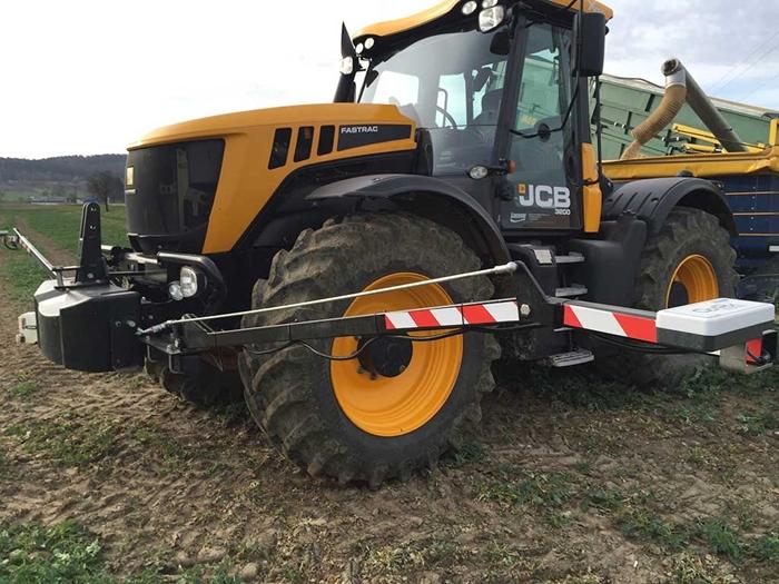 Plodinove-senzory-OptRx-na-traktoru-s-rozmetadlem.jpg