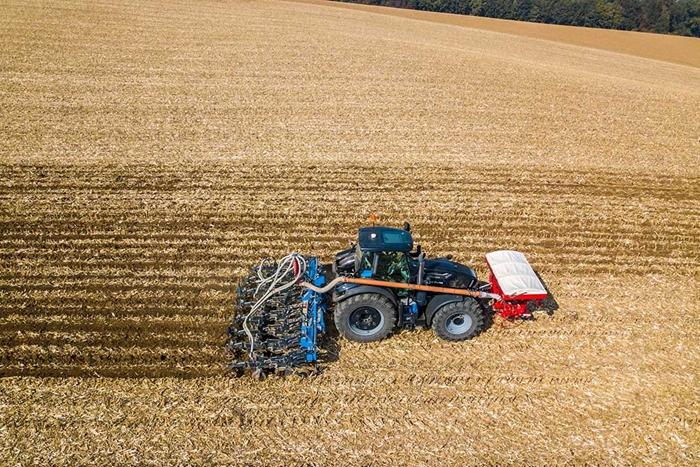 FERTI-TILLER-–-stroj-pro-pasove-zpracovani-pudy-s-ukladanim-mineralniho-hnojiva-do-pudy-02.jpg