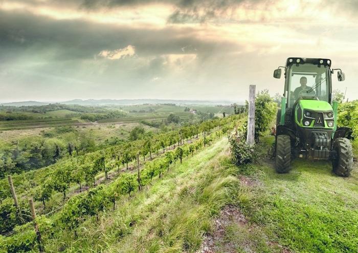 Traktor_Deutz-Fahr_5DS_TTV_1.jpg