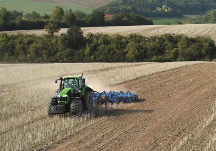 Traktor_Deutz-Fahr_Agrotron9_2.jpg