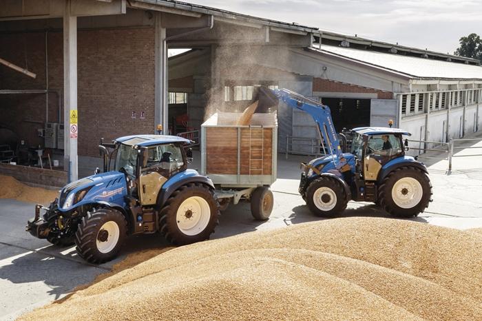 Traktor_New_Holland_T5_DynamicCommand_2.jpg