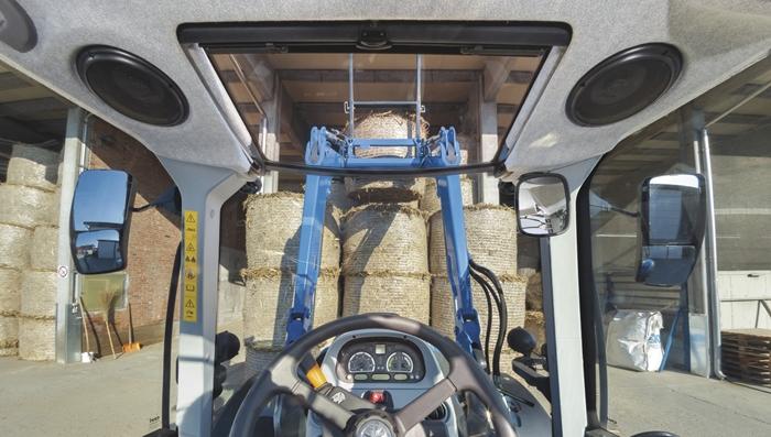 Traktor_New_Holland_T5_DynamicCommand_4.jpg