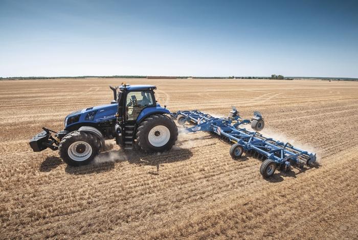 Traktor_New_Holland_T8_3.jpg