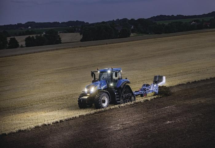 Traktor_New_Holland_T8_4.jpg